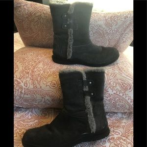Minnetonka genuine suede and faux fur boots size10